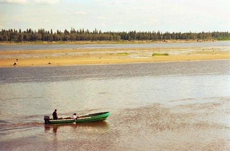 Motorized canoe on the Moose River at low tide